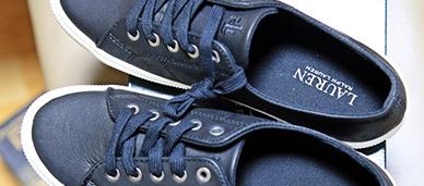 폴로 신발과 랩스커트